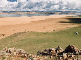 Auf der Wanderung am Char Nuur mit Blick auf die Wanderdüne
