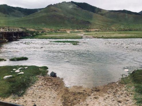 Wasserdurchfahrt, weil die Brücke links für LKW gesperrt ist