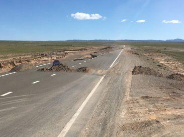Schade: schöne neue Straße durch Wasser einfach weggespült