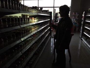 Wir tappen im Dunklen: Einkaufen bei Stromausfall