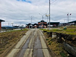 Kjachta: Russischer Grenzposten; vor uns die Passkontrolle
