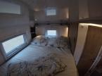 Benz Bett Blick nach links