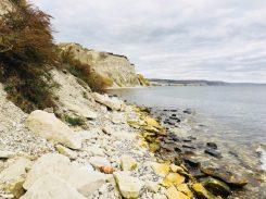 An der Wolga, beim Spaziergang am Ufer mit den steilen Kalksteinklippen