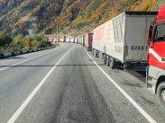 LKW-Schlange vor dem Russischen Grenzposten