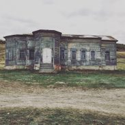 6.000 km durch Russland - Verlassenes Haus in der Nähe der Wolga