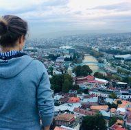 Tiflis - Tblisi: Blick vom Mtazminda, dem heiligen Hausberg der Georgischen Hauptstadt