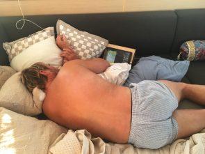 Alex während der verdienten Ruhephase: selbst schlafend immer wachsam