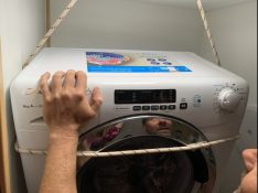 Seiltechnik für Platzierung der Waschmaschine