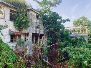 Lost Place: einer der vielen verfallen Häuser