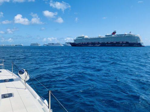 Ankunft auf Barbados: 10 riesige Kreuzfahrtschiffe ankern nahe der Carlisle Bay