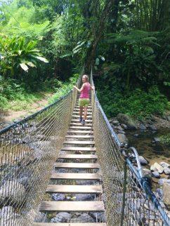 Hängebrücke auf dem Wanderweg Trace des Jésuites