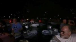 In Zeiten von Social Distancing: 20 Dingis während des Konzerts bei Helmut; die Lichtpunkte sind die Ankerlichter der Yachten